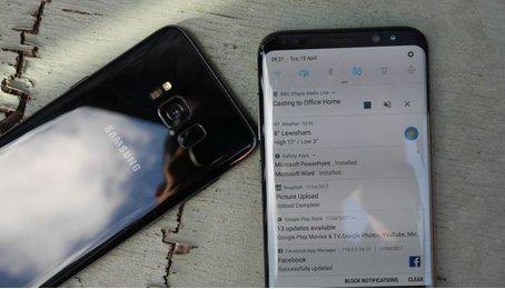 Xem Notifications sử dụng miếng quét vân tay trên chiếc Samsung Galaxy S8